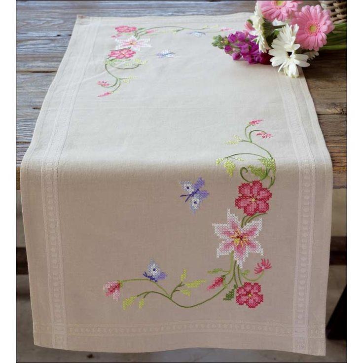 Chemin de table imprimé Fleurs roses avec papillons à broder au point de croix - Chemin de table Vervaco