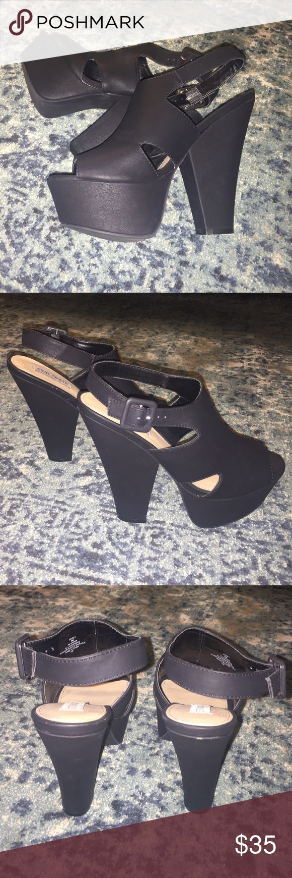 Steve Madden Edgey Platform Sandal Excellent condition, never worn.  Minor blemishes due to storage.  Size 9M - I am usually an 8 - 8.5 and these fit perfectly. Steve Madden Shoes Platforms