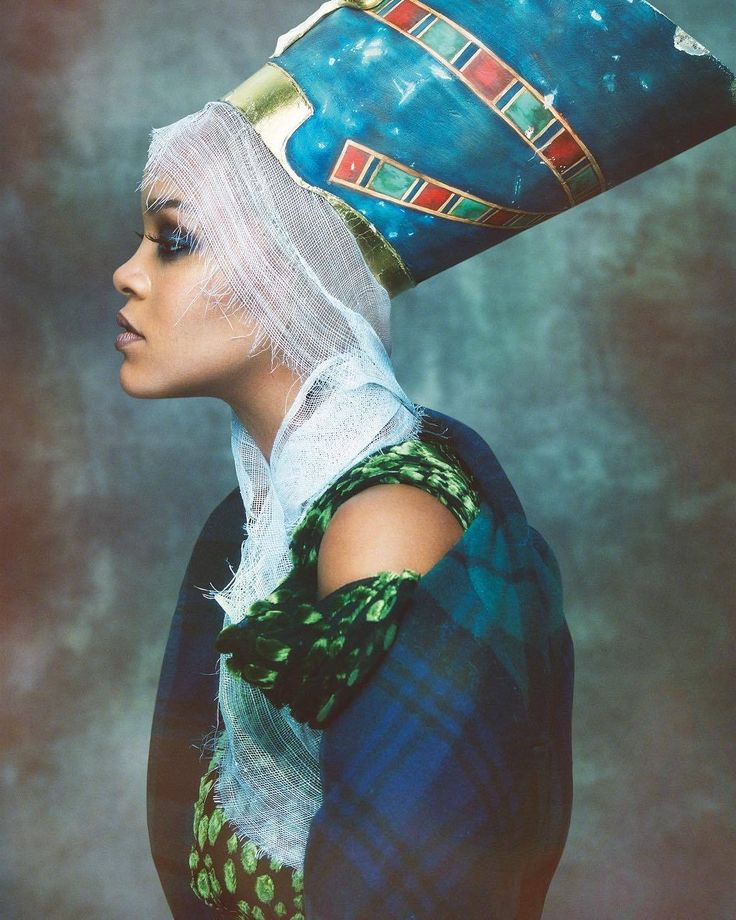 Rihanna for Vogue Arabia, paying homenage to Queen Nefertiti. On stands November 1st.
