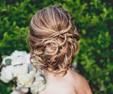 Madrinhas de casamento: Penteados de festa para casamentos à noite e durante o dia
