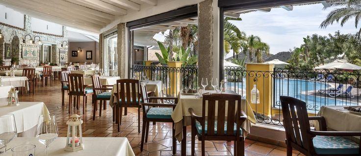ristorante vista piscina Villasimius Sardegna #villasimius #sardegna #sardinia #restaurantdesign