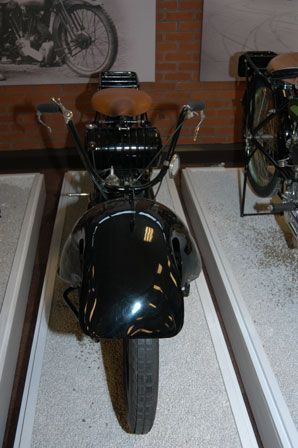 1922 NER-A-CAR - USA, Made by the Ner-a-car corporation in Syracuse NY. Was designed by Carl Neracher who had worked as designer for Cleveland motorcycles. ner-a-car history  The Ner-A-Car corporation stopped making Neracar's in the USA, after the 1924 production model, due to lack of popularity. Production also ceased in England in 1926; after a new luxurious and expensive hybrid model failed, the company closed it's motorcycle division. ner-a-car technical data  Images kindly provided by…