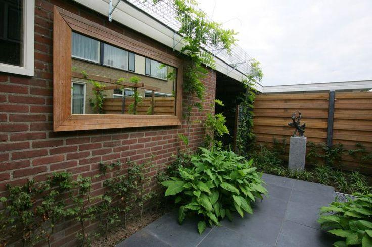 ! Kleine tuin 48m2 #26 spiegel + frambozen/bramen voor schuur