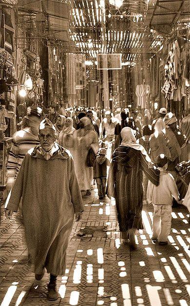 Light in souk Maroc