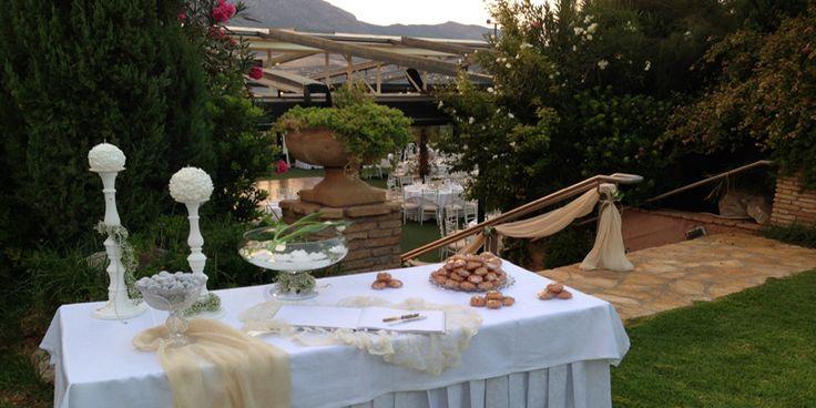 Εξωτερικοί χωροι στο κτήμα Δικαιούλια, χώρος εκδήλωσης γάμου με επιλεγμένα catering