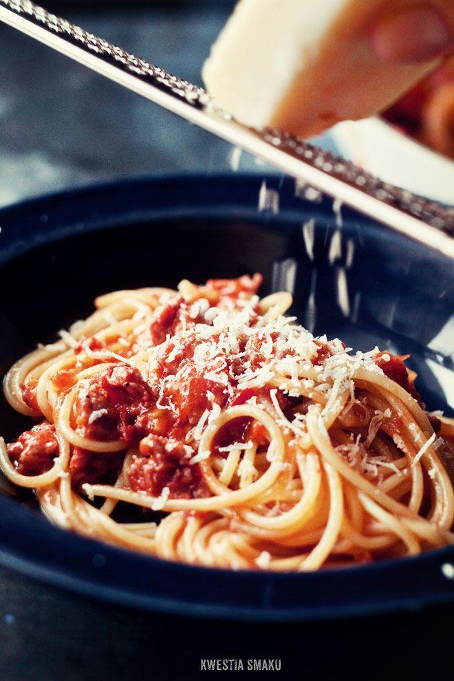Makaron z mielonym mięsem w sosie ze świeżych pomidorów  (Błyskawiczne spaghetti bolognese)