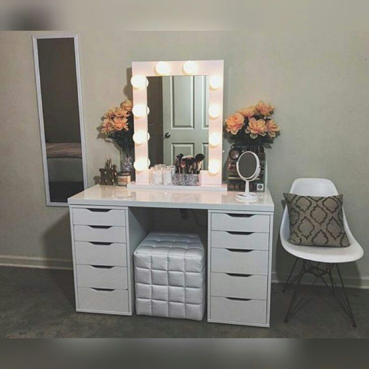 DIY Vanity Mirror With Lights for Bathroom