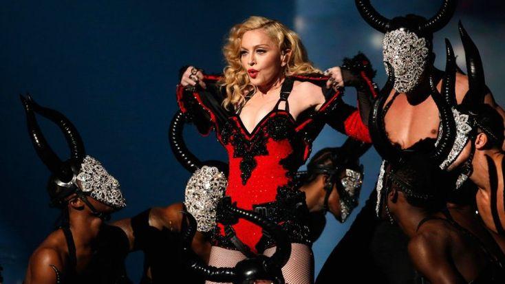 """Madonnasiempre es noticia cuando habla de suvida personalcon la prensa. Durante una entrevista en el programaHoward Stern Show,la """"Reina del pop"""" ofreció más detalles sobre laviolación que suf..."""