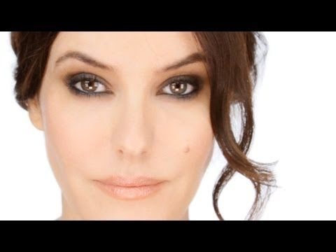 Lisa Eldridge - 'Classic Smokey Eye' Makeup Tutorial. For a list of products used and more tips visit http://www.lisaeldridge.com/video/25731/classic-smokey-eye-tutorial/ #Makeup #Beauty #Eyes