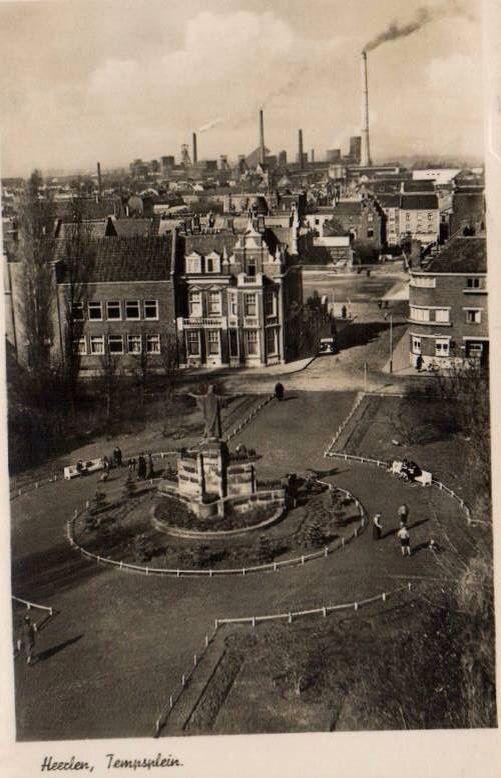 1939 blik op het Tempsplein richting ON1 met nog alleen de Lange Jan