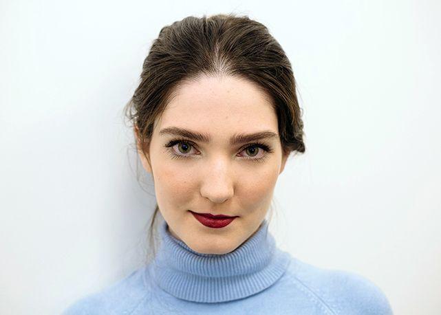 Passo a passo: aprenda a fazer o make effortless chic das francesas - Harper's Bazaar