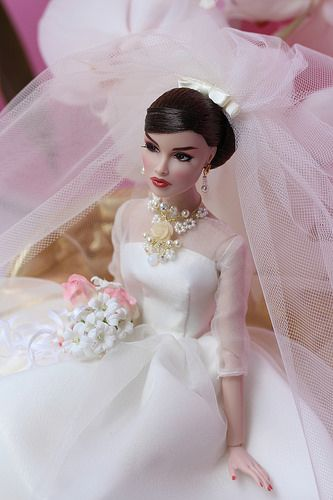I adore this doll!!! She's modelling Mattel silkstone Maria Thérèse wedding gown, bridal jewelry by me. Jewels are available on etsy www.etsy.com/shop/IsabelleParisJewels