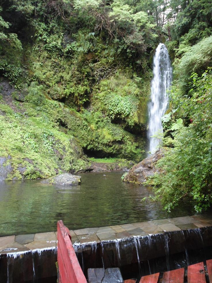Cascada en Termas Geométricas.  Coñaripe , Región de Los Ríos