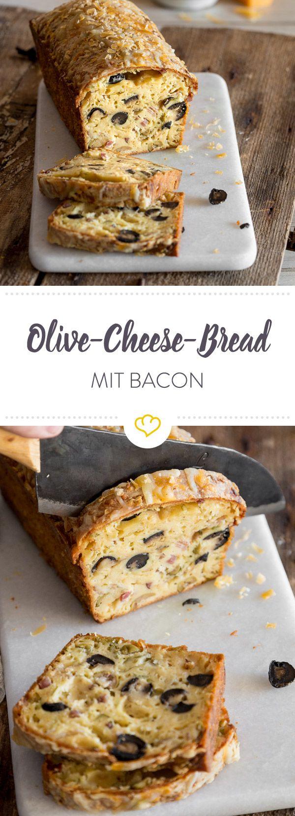 Was fehlt zum perfekten Binge-watch-Sonntag vorm Laptop? Richtig: ein wahrhaftes Käsebrot mit Oliven und Bacon.