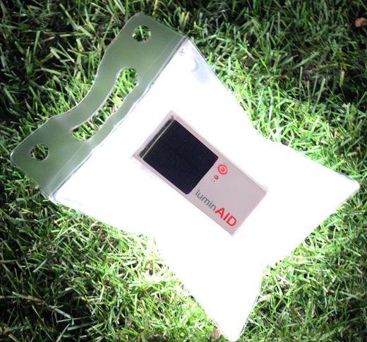 防災グッズやアウトドアにおすすめのソーラ充電式のLedライト「ルミンエイド 」。防水軽量です。キャンプや登山にも。