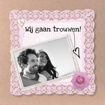 Trouwkaart kraftpapier #trouwkaartje #huwelijkskaart #kraft #roos #vintage #fotokader #kant #stofje #oudroze