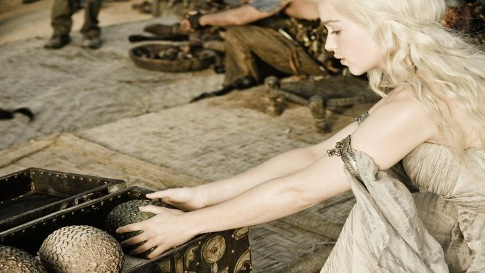 Daenerys receives a gift: dragon eggs. #gameofthrones