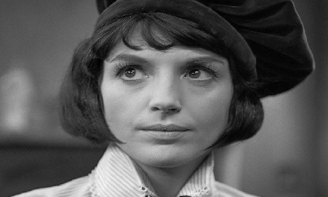 Nederlands actrice Kitty Courbois is overleden.  Ze werd 79. Courbois vertolkte menige rollen en ook wisselde ze theater af met film. Ze speelde onder andere mee in 'Vrijdag', een stuk van Hugo Claus. Ze wordt aanzien als een grand dame van het Nederlandse toneel.