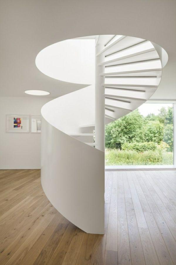 weiße spiraltreppe gestalten