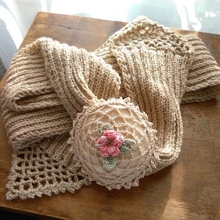 Scarf knitted crochet rose decoration Kötött sál horgolt rózsa dísszel