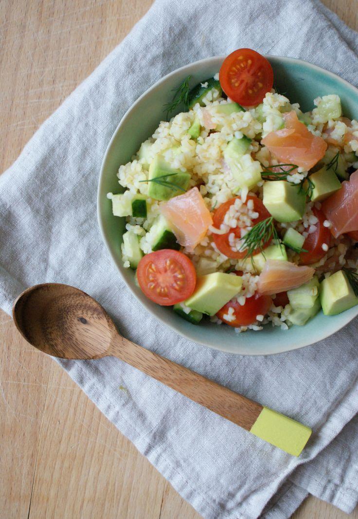 De lente komt er aan en dat betekent dat het eindelijk weer tijd is voor salades. Tijdens deze dagen heb ik altijd veel meer zin in salades en rauw eten in plaats van warme maaltijden. Ik ge…