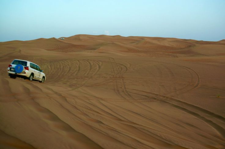 Desert safari in Dubai on www.wandervibe.com #travel #desertsafari #dubai