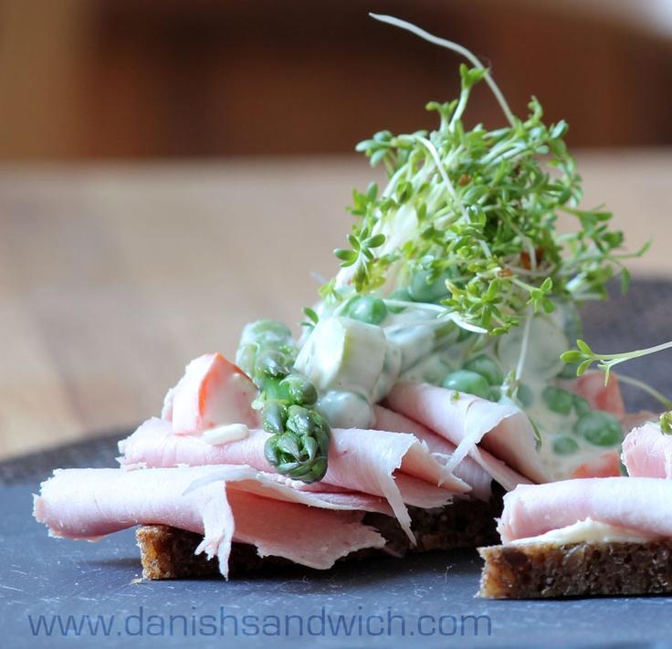 Ham and Italiensk Salat smørrebrød