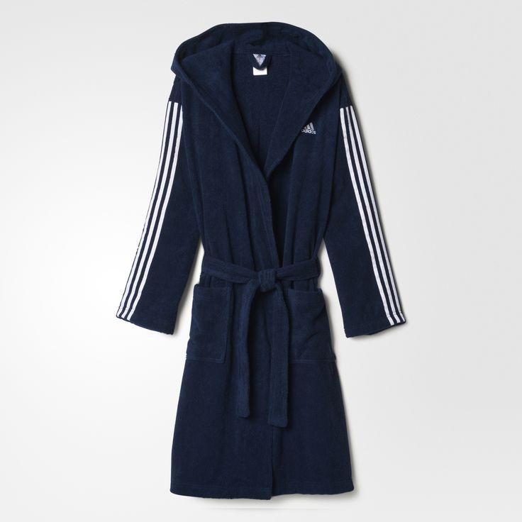 Der adidas 3-Stripes Bademantel für Herren hält dich vor und nach dem Schwimmen kuschelig warm. Der Bademantel hat eine übergroße Kapuze und geräumige Taschen für die Hände.