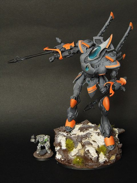 40k - Eldar Wraithknight  I like the color contrast.