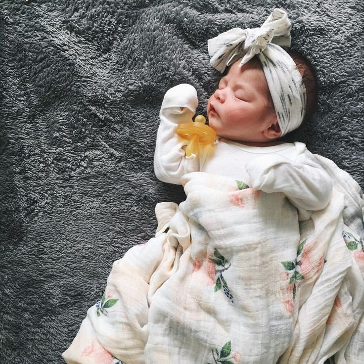 Morgan Suarez sur Instagram : 9 days old and this little girl still doesn't quite fit in her newborn clothes. I already know I'm gonna miss her being this tiny. #oureverjoy #littleunicorn #everjoysleeps