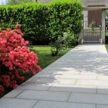 Vialetti Du0027ingresso Villa In Granito Fiammato. Progetto E Posa In Opera Di  Vialetti