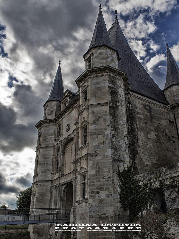 Sombre château   @EstevesSabrina https://500px.com/sabrinaestevesphotographe Envie de vous offrir un tableau, veuillez me contacter par e-mail : sabrinaesteves@laposte.net