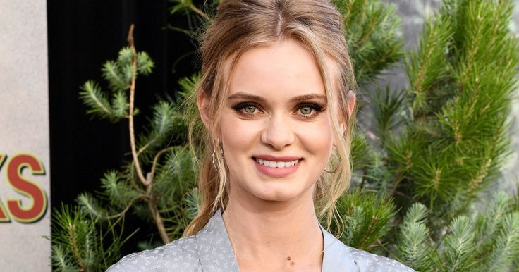 Sara Paxton on Her This Is Us & Twin Peaks Roles — and Taking on Trump in New Funny or Die Webseries
