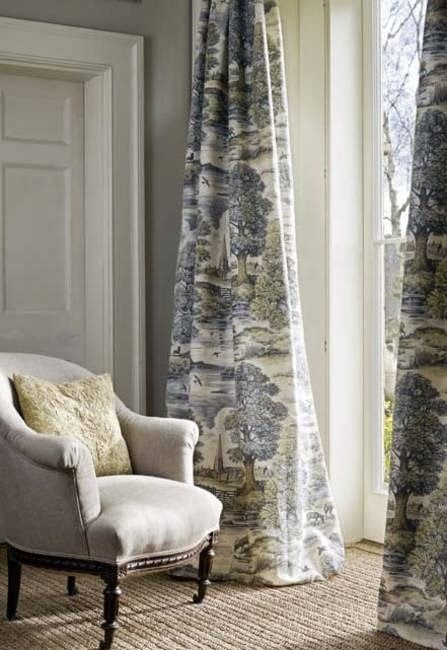 Puddling black and white toile drapes. Hard to get better than that. From splendidsass,blogspot.com