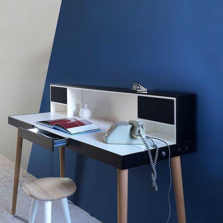 Bardino ist ein #sekretär mit integrierten Lautsprechern für #Musik am #Arbeitsplatz #miniforms #homeoffice #schreibtisch #desk #einrichter #berlin #audio #möbel #hifi #hifidesk