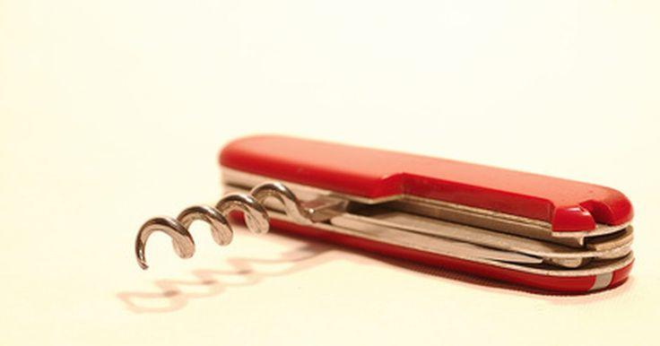 Como construir seu próprio canivete Suíço. Em 1891, Karl Elsener começou a produzir canivetes personalizados para o exército Suíço. Hoje em dia, esse símbolo é famoso mundialmente por suas combinações com várias ferramentas, por aparatos especiais como saca-rolhas, cortadores de unha e tesouras. Para garantir que o canivete atenda todas a suas necessidades, você pode fazer o seu. É um ...