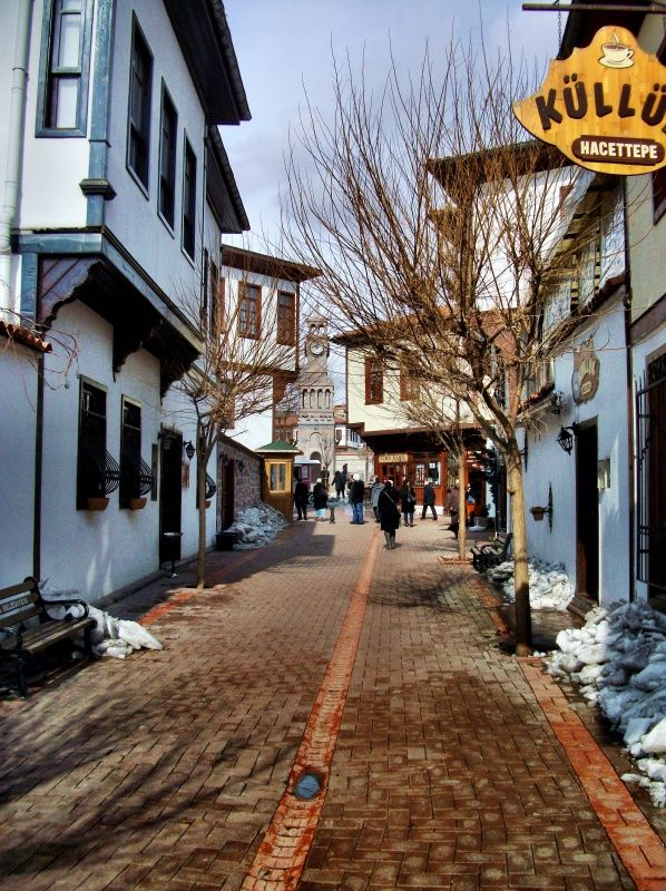 http://www.enguzelevler.com/eski-ankara-evleri/a_street_in_old_ankara_