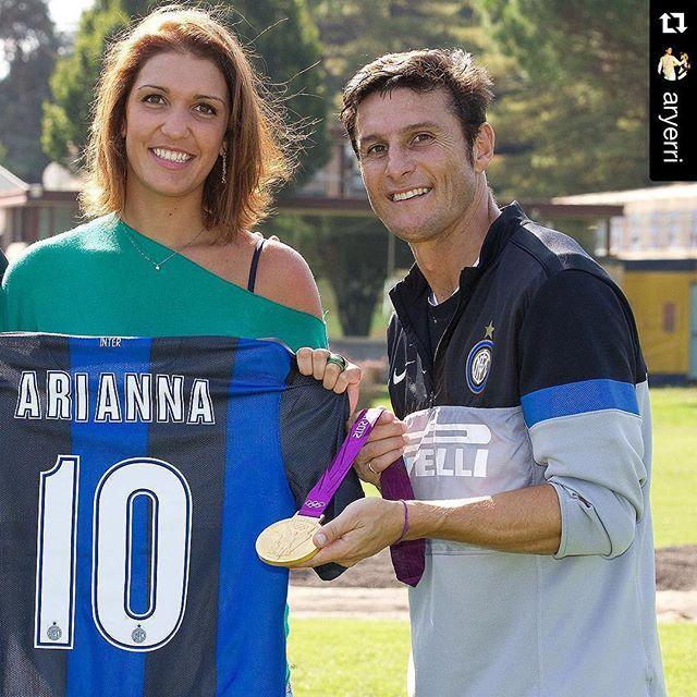 """When #fencing meets #football  with @aryerri ... Grazie @gazzettatv59 mi sono appena gustata """"BOMBER MILITO""""! Mi avete fatto rivivere l'annata 2009-2010. Troppo bello! #inter #amala #triplete #ricordi #capitano #memories #10  @inter by fencing_fie"""