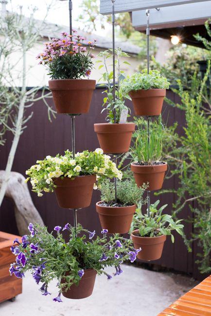 Blumenampel aus Tontöpfen und Gewindestangen (Sichtschutz)