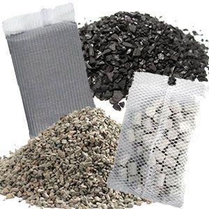 El filtrado químico de los filtros para acuarios se utiliza para cambiar la composición química del agua o atrapar determinados elementos químicos que puede haber en un acuario.  No se utiliza de forma genérica, siempre es con algún fin específico.