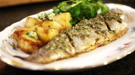 Eén - Dagelijkse kost - forel met kruidenboter, gebakken aardappelen en waterkers