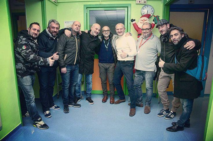 Andrea Pucci e ultras di Inter Juve Milan e Torino insieme alla Clinica De Marchi a distribuire doni ai giovanissimi pazienti