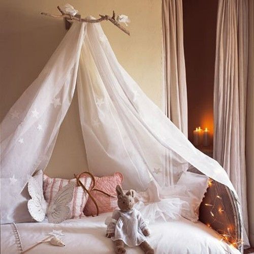 Easy diy canopy with driftwood and fabric diy for Easy canopy bed ideas