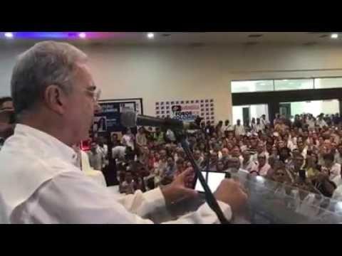 Uribe se retracta de calumnia a Daniel Samper