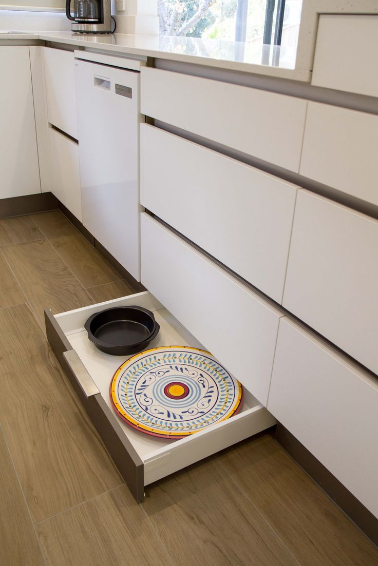 Kickboard drawers provide the perfect storage for platters and baking trays. Small, modern kitchen. www.thekitchendesigncentre.com.au @thekitchen_designcentre
