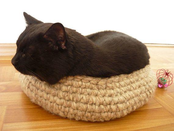 Handmade crochet pet bed cat basket gift for cat by MariAnnieArt