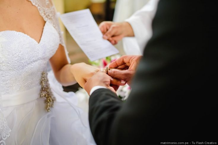¿Dónde ponerse los aros de matrimonio?  #aros #weddingring #matrimonioperu #novia2018 #boda #dorado #oro #compromiso #plata #diamante