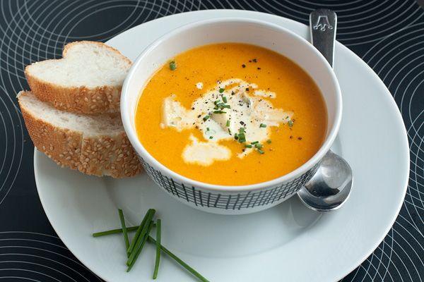 Очень несложный рецепт тыквенного супа-пюре с интересной гаммой вкусовых оттенков, создаваемой с помощью пряностей. #food, #recipes, #eda