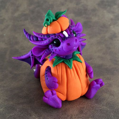 Pumpkin-Costume-Dragon-Sculpture-by-Dragons-and-Beasties