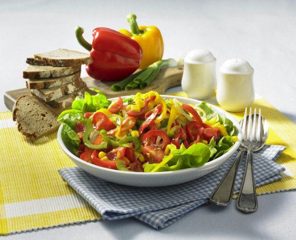 Unser beliebtes Rezept für Leichter Puszta-Salat und mehr als 55.000 weitere kostenlose Rezepte auf LECKER.de.